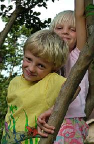 """<img src=""""http://www.874401_38279975.JPG""""align """"right"""" alt=""""smiling kids"""">"""